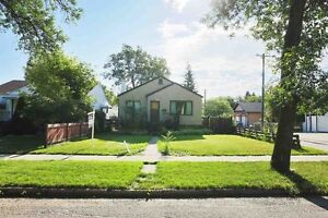 Short term pet friendly- house with Garage close to U of A