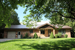 All Brick 2+1 Bedroom Ranch on the Edge of Strathroy!!