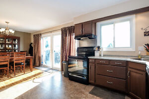 GREAT LASALLE HOME LOCATED ON A LARGE LOT ACROSS FROM A PARK~ Windsor Region Ontario image 5