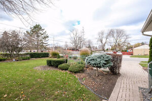 TASTEFULLY FINISHED SOUTH WINDSOR HOME WITH A BEAUTIFUL BACKYARD Windsor Region Ontario image 16