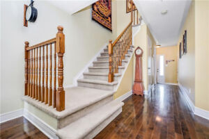 Great layout for this detached home in Barrhaven