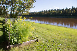 Hay River: House for sale on the river