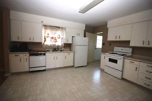 Huge 5 bedroom house for rent!! Available July 1st