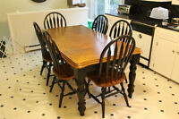 Dining Room Table & Matching Hutch