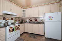 MOTIVATED SELLERS CONDO TOWNHOUSE MINUTES TO THE AIRPORT!