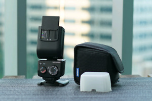 Nissin i40 flash for Sony, with softbox, case and stand