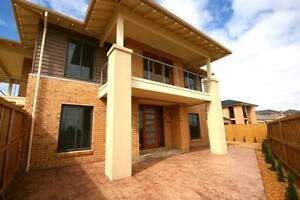 HUGE 4br 2.5 bath Lease Transfer or NEW Lease option available! Point Cook Wyndham Area Preview