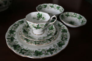 ROYAL ALBERT IVY LEA CHINA - 12 PLACE SETTINGS+SERVING