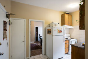 Temp stay in private 1 bedroom downtown apt in a great location
