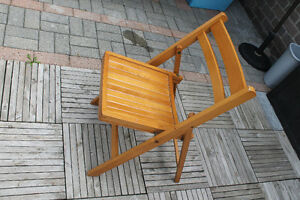 folding wooden chairs Windsor Region Ontario image 1