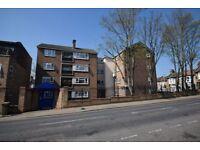 1 bedroom flat in Rabbits Road, London, E12