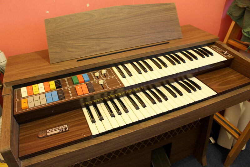 Gem Electic Wizard 320 Organ