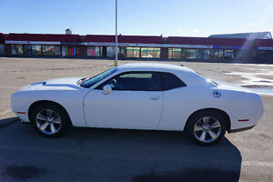 2015 Dodge Challenger SXT Coupe (2 door)