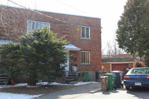 For Sale A vendre: Duplex avec Bachelor a Ville St-Laurent