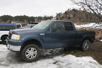 Parting out 2004 ford F-150 XLT 4x4 extended cab pickup.