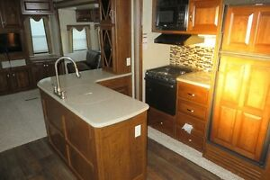 2014 LAREDO 329RE - Fifth Wheel Rear Entertainment Regina Regina Area image 6