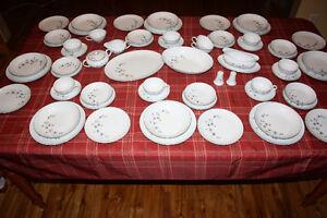 Service de vaisselle pour 8 personnes 125$ négo.