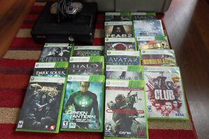 Xbox 360 avec une manette et 17 jeux