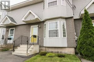 Bright and Well Maintained 3 Bedroom Townhouse!!!