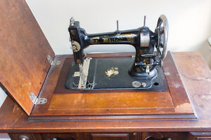 Antique WHITE sewing machine Stratford Kitchener Area image 6