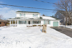 GREAT DEAL ON FAMILY HOME W MAIN LEVEL IN-LAW SUITE ~ 369 Gaspé