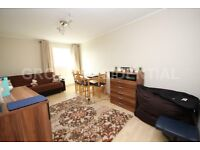 Recently decorated 3-bed flat in Edgware is for rent.