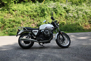 Beautiful Moto Guzzi V7 Classic (+ extras) for sale!