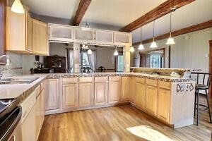Grand Cottage ou Fermette avec Garage/Établi/Écurie  30X20