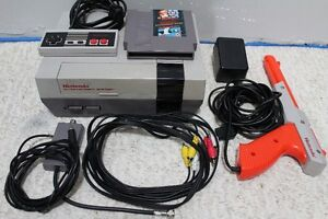 NES - original Nintendo Entertainment System + zapper + game
