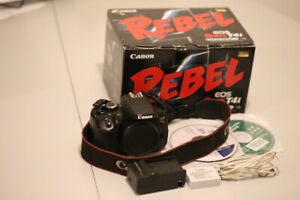 Canon T4i (650D) - $280.00
