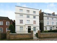 3 bedroom flat in Hamilton Terrace, London, NW8