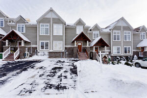 Townhouse in the popular Mount Royale with room to grow
