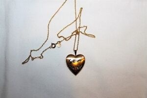 Ladies Locket That Says MOM In Brand New Condition