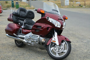 **BEAUTIFUL GOLD WING TOURING BIKE FOR SALE!!**
