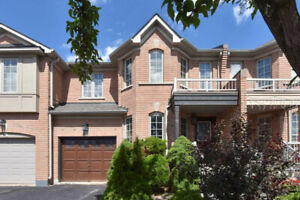 Immaculate 3+1Br Freehold Townhouse, Vellore Village Community