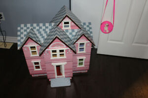 Melissa and Doug victorian doll house with accessories