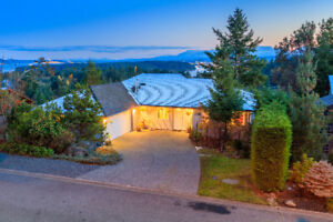 Custom Built View Home with Suite in a Prestigious Neighbourhood