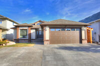 6 bedroom bungalow on the lake! MLS-154 Ermineglen Road North