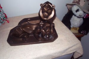 Lion sculpture, fairly heavy, excellent condition. no shipping