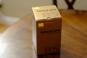 NIKON AF-S NIKKOR 85MM F1.8G LENS. Nearly new, in box
