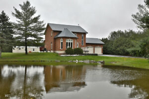 Beautiful  Country property in the quiet village of  Harrisburg