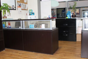 OFFICE FURNITURE RECEPTION STATION w/ACRYLIC PANELS & PEDESTALS
