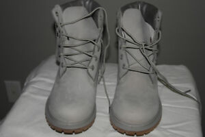 New Women's Timberland boots - Size 10