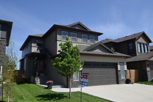 MAKE THIS YOUR HOME!!! 3 Bed 2.5 Bath 2 Storey in SOUTH FORT!!