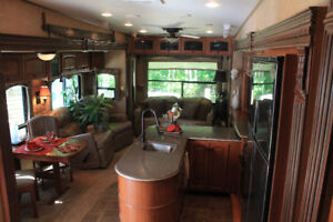 Reduced 2011 Heartland Bighorn located in beautiful Shelter Bay