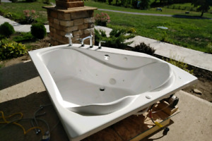 Corner  Jetted Tub