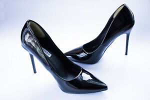 Brand New Pointed Pumps - $25 (Lower Lonsdale)