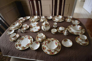 Royal Albert Old Country Roses 6 place setting and extras