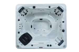 Kingston SE 55 Jet 7 Person Spa DEMO
