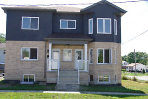 HOUSE FOR RENT BOWMANVILLE MAIN LEVEL 2 BEDROOM $1625 1200 SQ FT